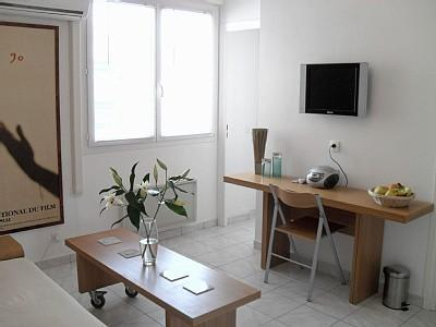 Bright and Airy Living Room - Sunny One Bedroom Apartment in Central Cannes. 4 mins walk from the beach. - Cannes - rentals