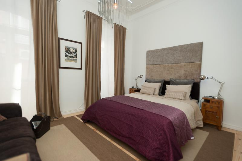 Beautiful Bedroom - Spacious, Comfy Home + Garden - Lisbon - rentals