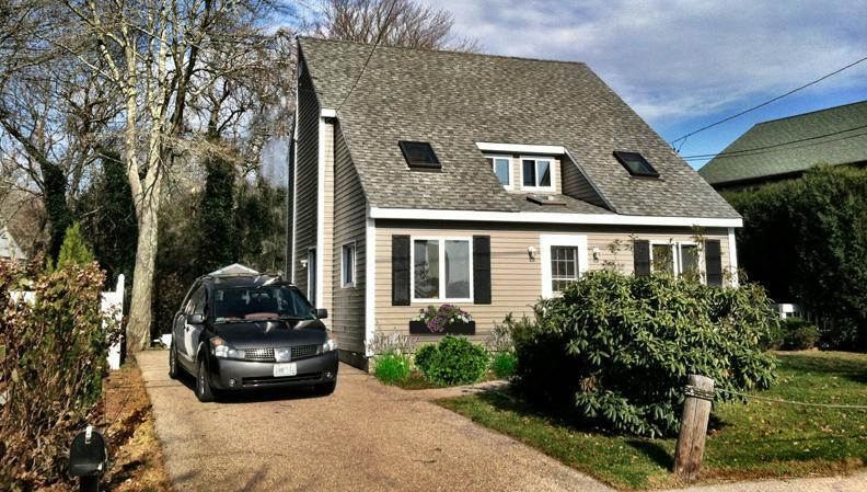 Front - Beach Cottage Beautiful. Walk to private beach. - Narragansett - rentals