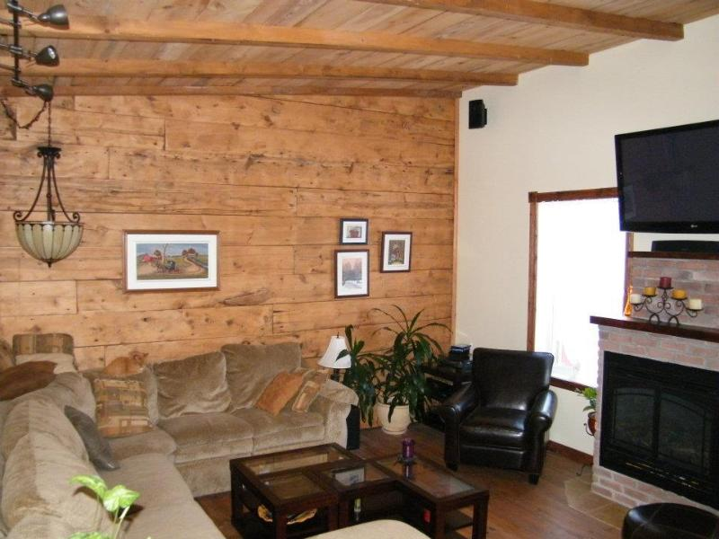 original 100 year old wood restored. - Maison Marlo - Montreal - rentals