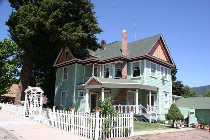 THE ROSEBERRY HOUSE BED & BREAKFAST - Roseberry House Bed & Breakfast - Susanville - rentals