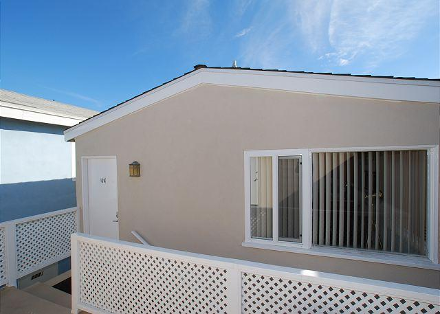 Great Oceanside Upper Back Unit! Newly Furnished! (68290) - Image 1 - Newport Beach - rentals