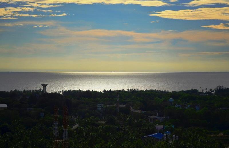 View from Balcony - My Travel Home, Sea View Apartment in Trivandrum - Kazhakkoottam - rentals