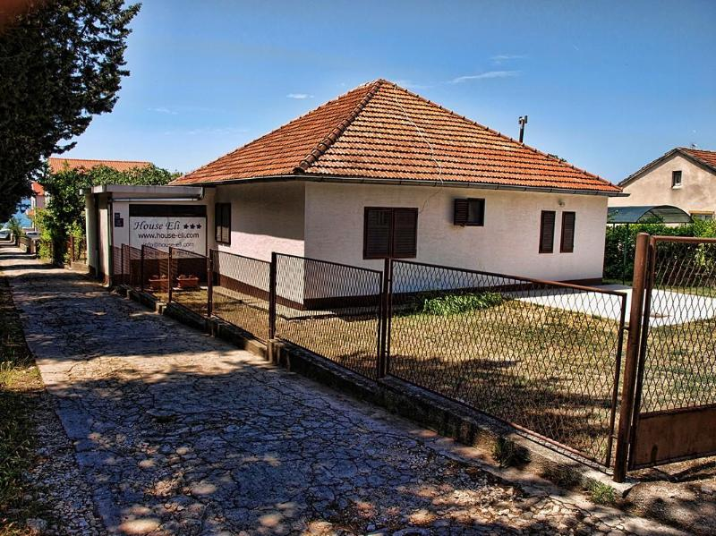 House Eli holiday house - only 70 m from the beach - Image 1 - Biograd na Moru - rentals