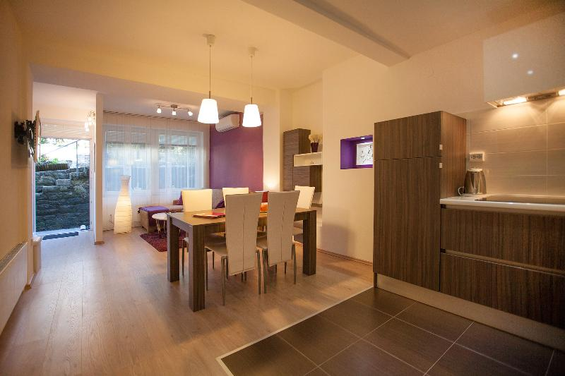 Living with dinning area - Apartment Kata 4* in center,  free parking - Zagreb - rentals
