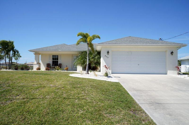 Villa Marr - Cape Coral 3b/2ba home w/solar heated pool, Fresh Water Canal, HSW Internet, - Image 1 - Cape Coral - rentals
