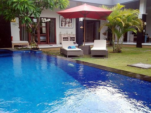 View side rooms and sunbeds - 2 Bdr Private Villa with Pool Heart of Seminyak  400m from the  Beach - Seminyak - rentals