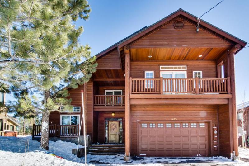 Luxury Donner Lake home w/ private hot tub & shared pool! - Image 1 - Truckee - rentals