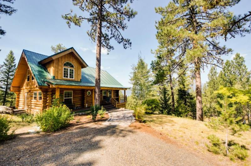 Gorgeous cabin w/ exceptional lake views & entertainment! - Image 1 - Cascade - rentals