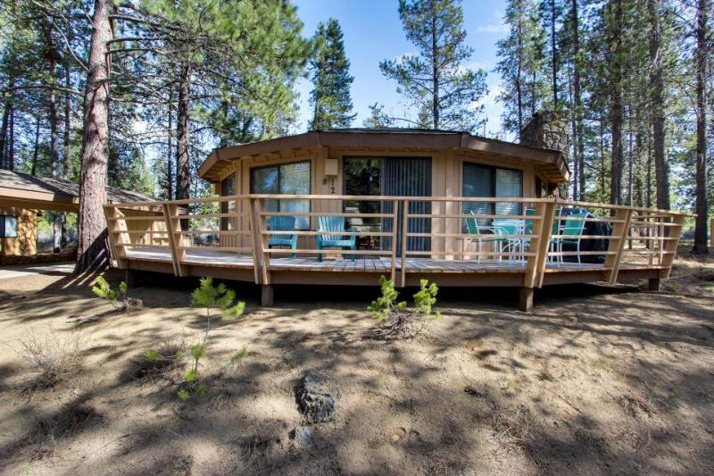 Gorgeous, unique home w/private hot tub in Sunriver - Image 1 - Sunriver - rentals