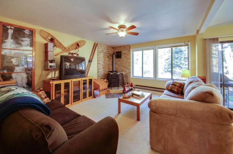 Homey mountain retreat w/ shared pool, hot tub, nearby ski & lake access! - Image 1 - McCall - rentals