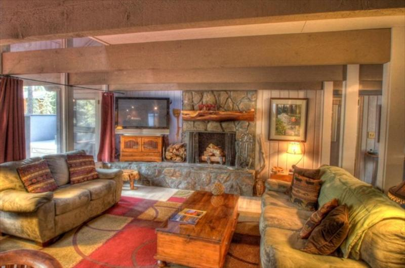 Spacious mountain cabin w/ private hot tub & SHARC passes - dogs ok! - Image 1 - Sunriver - rentals
