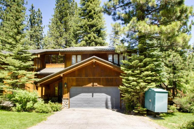 Huge, lakeview home 2 blocks from Tahoe beach, sleeps 10! - Image 1 - Homewood - rentals