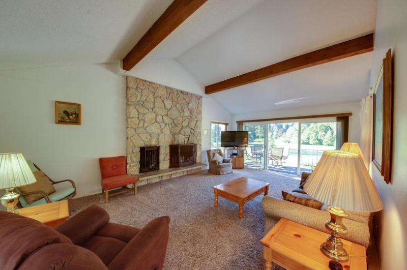 Comfy home w/ scenic mountain views, nearby golf and activities! - Image 1 - Welches - rentals