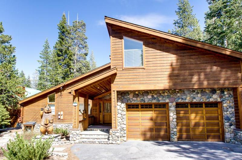 Mountain home w/ access to pool, hot tub, sauna, tennis, & more! - Image 1 - Truckee - rentals