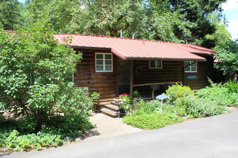 Molalla River Cottage - Image 1 - Molalla - rentals