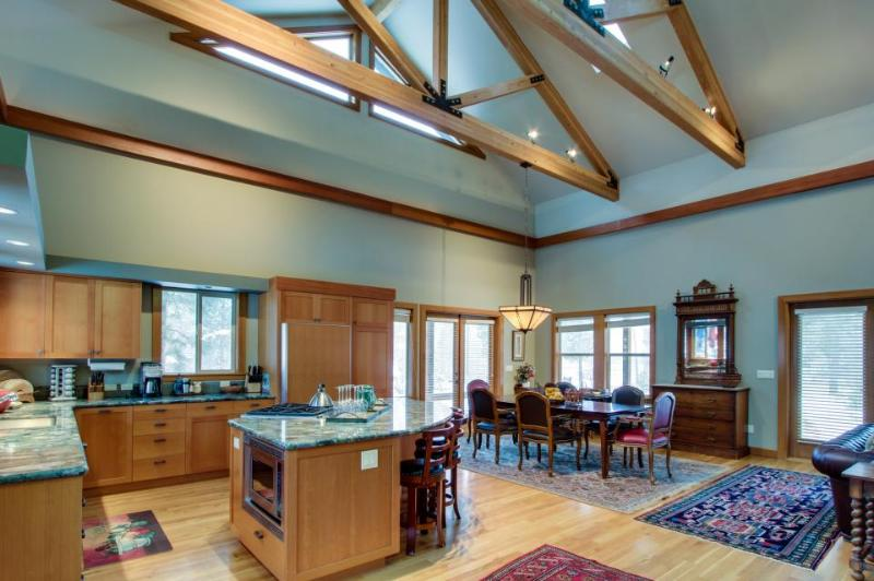 Rustic mountain home with gourmet kitchen - Image 1 - Sunriver - rentals