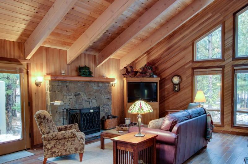 Rustic elegance with chef's kitchen, private deck and shared pool & sauna - Image 1 - Black Butte Ranch - rentals