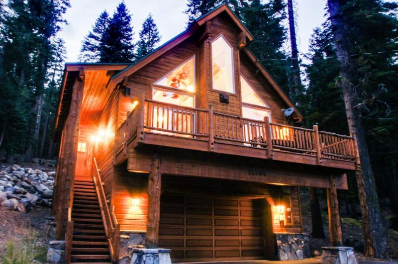Home close to lake, golf, skiing, community pools/hot tub! - Image 1 - Truckee - rentals