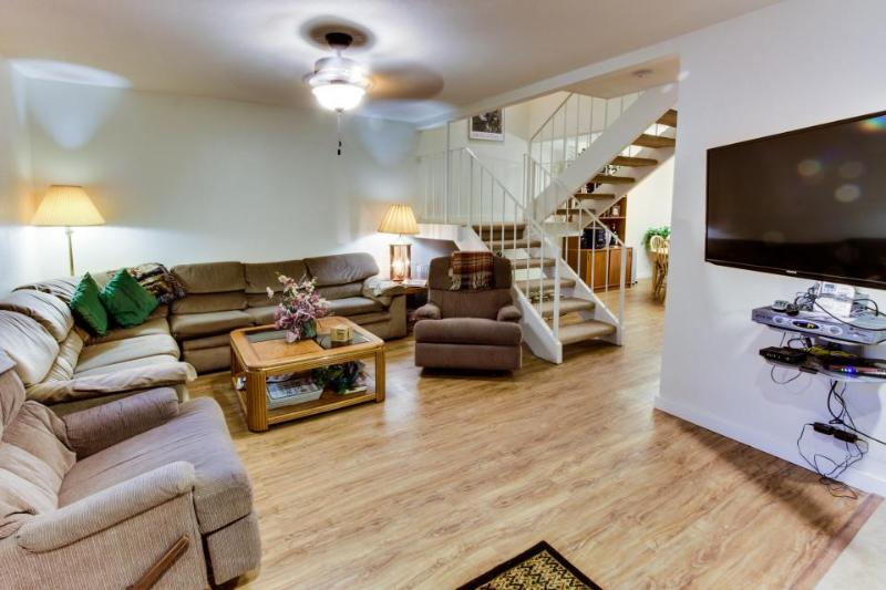 Modern townhome w/ shared pools, hot tubs & nearby lake access! - Image 1 - Tahoe City - rentals