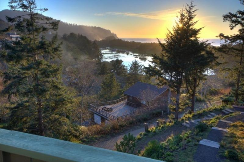 Cozy up and gaze at the ocean from this tasteful Oregon coast home. - Image 1 - Neskowin - rentals