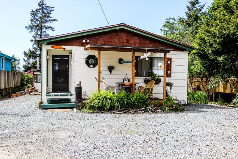 Charming, dog-friendly cottage with private hot tub - walk to beach! - Image 1 - Rockaway Beach - rentals