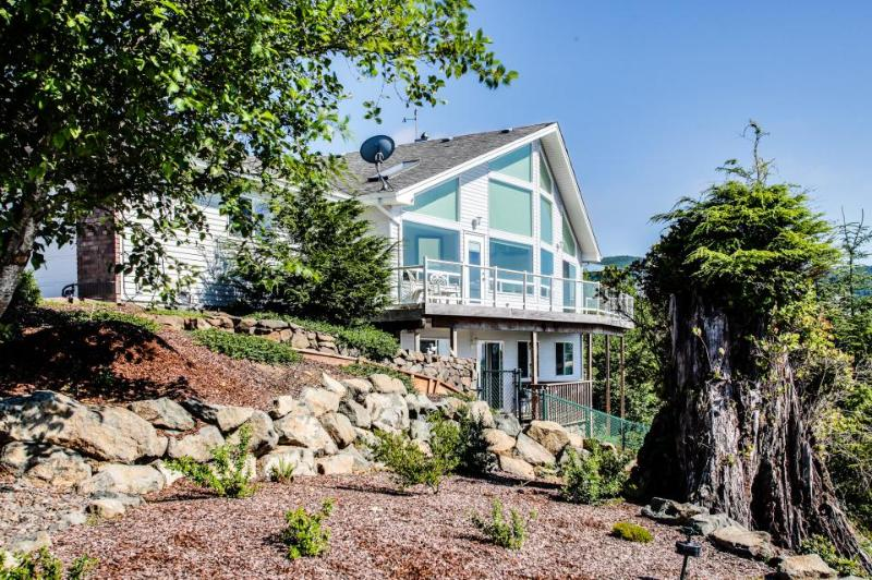 Ocean view from beach home with jetted tub, multiple decks! - Image 1 - Rockaway Beach - rentals