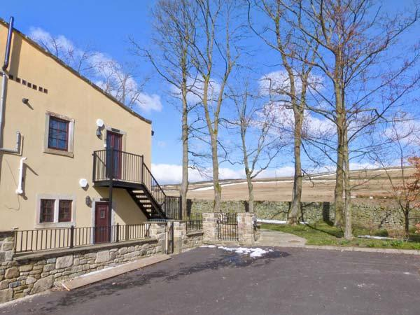 THE HEIGHTS, pet-friendly, off road parking, communal gardens, in Haworth, Ref 16729 - Image 1 - Haworth - rentals