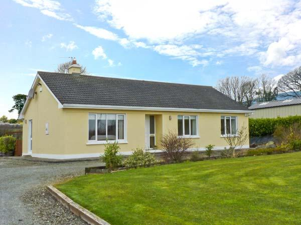 HILLSIDE COTTAGE, detached bungalow, with open fire, en-suite bedrooms, enclosed decked area, near Killaloe, Ref 23924 - Image 1 - Killaloe - rentals