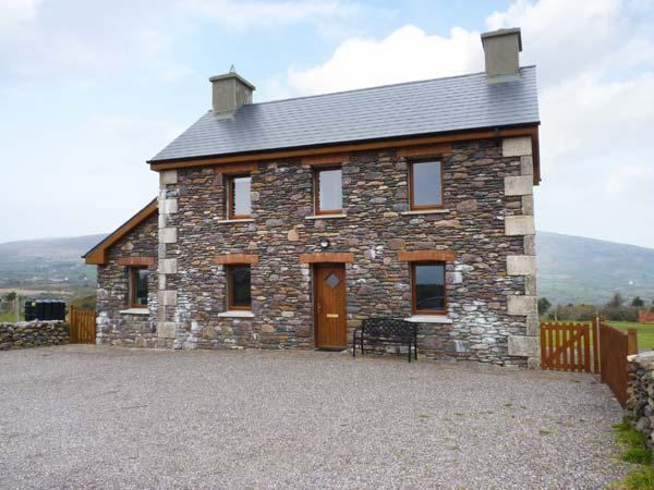BRANDON HOLIDAY HOME, beautiful views, en-suite facilities, open fire, Ref 24501 - Image 1 - Cloghane - rentals