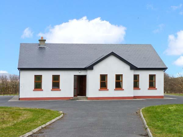 CORN CRAKE detached cottage with open fire, close to beach, mountain views in Louisburgh Ref 24547 - Image 1 - Louisburgh - rentals
