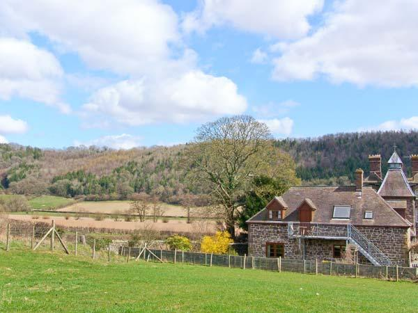 ROBIN'S NEST, pet friendly, beautiful views, character features, near Craven Arms, Ref. 24739 - Image 1 - Craven Arms - rentals