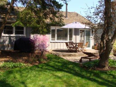 Fully fenced in back yard - Goodwin Cottage, cozy 2 bedroom cottage with firep - Niagara-on-the-Lake - rentals