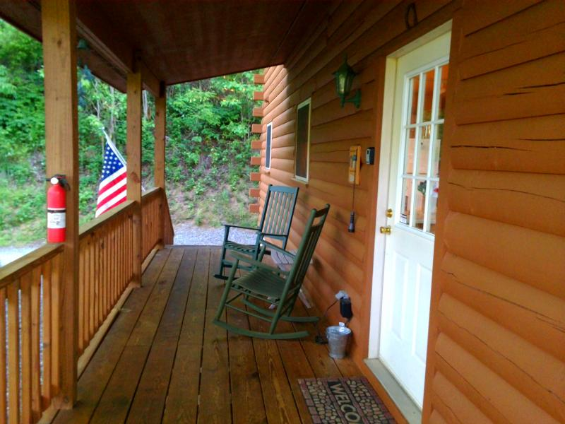 Come on in, it is time be on mountain time! Covered porch to enjoy your outdoors year round! - Golf? Cycling? Hiking? What's on your mind? 2/2 Log Cabin Fire pit Deck Views! - Maggie Valley - rentals