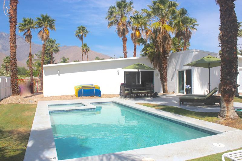 And great mountain view! - Summer $259/nt! View, Bikes, Spa, Firepit - Palm Springs - rentals