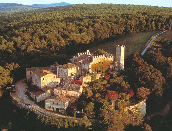 Aerial view of the castle from the West, showing the defensive walls - CASTELLO DI MONTALTO - 3 bedroom villa in Chianti - Siena - rentals