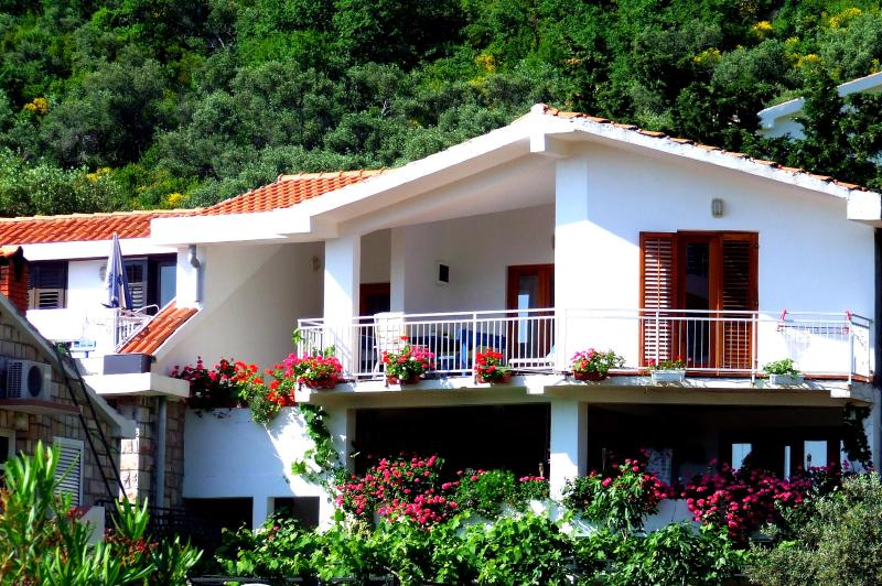 Nr Lux-Two-Bedroom Apartment with Terrace - Image 1 - Sveti Stefan - rentals