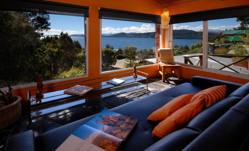 Living room - Warm and inviting vacation get-away - San Carlos de Bariloche - rentals