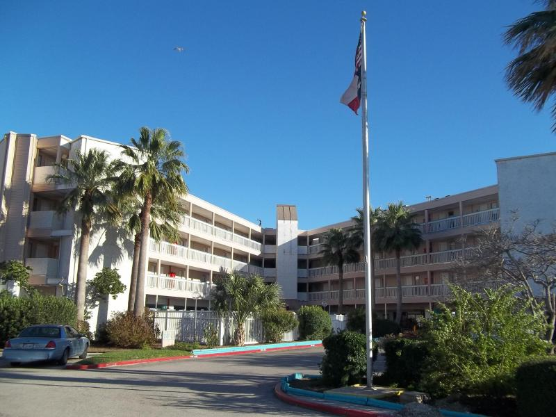 Front Unit Overlooks Beach - Image 1 - Corpus Christi - rentals