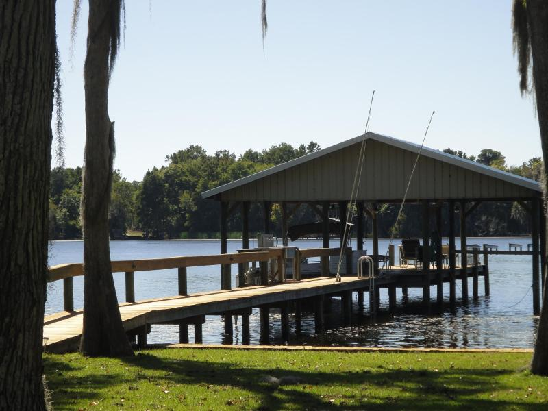 Private dock,with electric, water and fish cleaning area - LUXURY RIVERFRONT - Georgetown - rentals