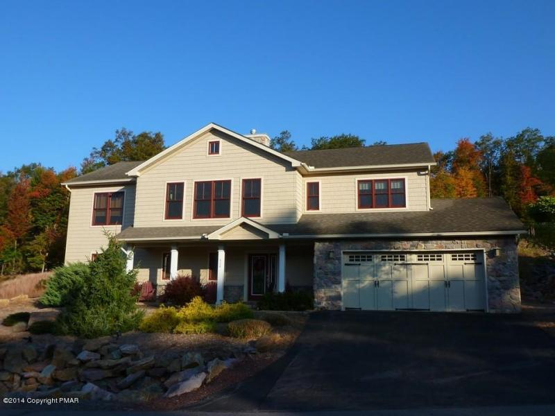 424 Laurelwoods~~3 Bedroom, 3 Bath Sleeps 10-12 - Image 1 - Lake Harmony - rentals