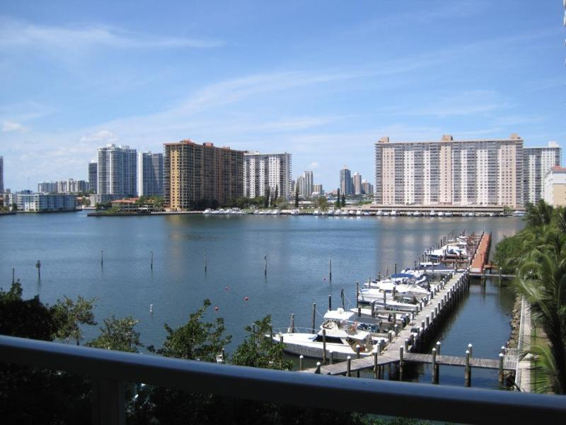 Condo Balcony Intracoastal Bay View  - Amazing Intracoastal Bay View Condo, HDTV, WiFi, Parking, Walk to Beach!! - Sunny Isles Beach - rentals