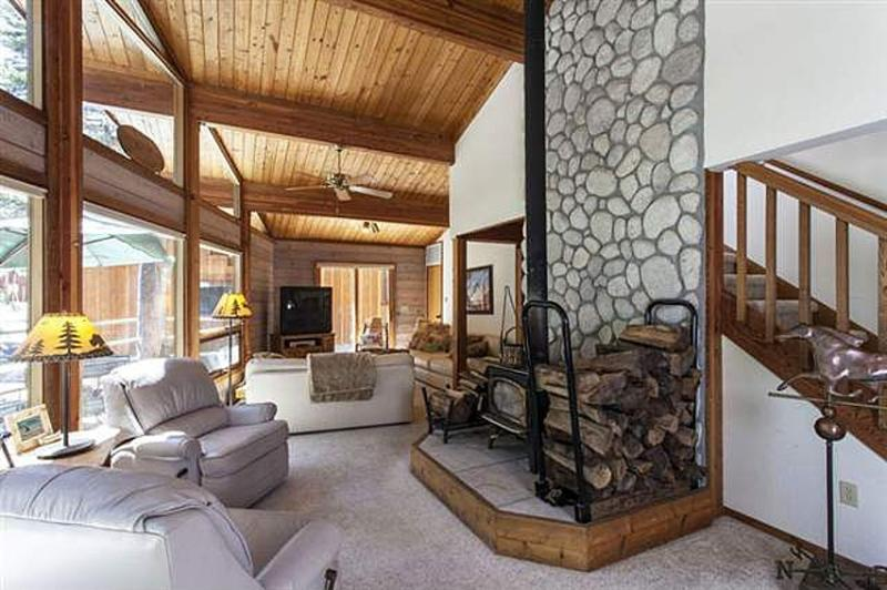 Lovely, Light Filled Donner Lake Cabin - Image 1 - Truckee - rentals