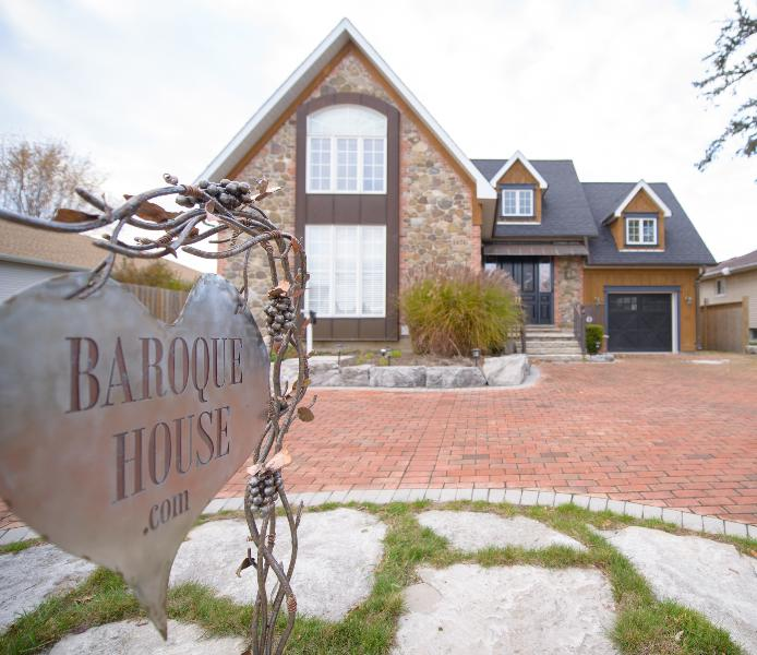 This artisian home is one of a kind and boasts craftsman like no other. A feast for the eyes! - The Baroque House - Niagara-on-the-Lake - rentals