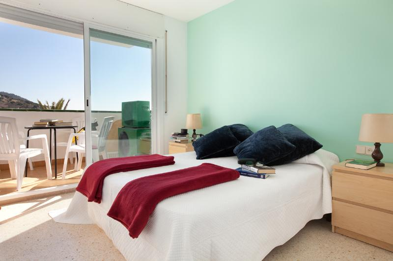 Family Pool & Beach - Image 1 - Sitges - rentals