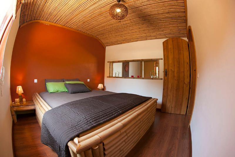 Bedroom Bamboo Apartment - Eco Apartments, the Yurts and beautiful Villa - Odeceixe - rentals