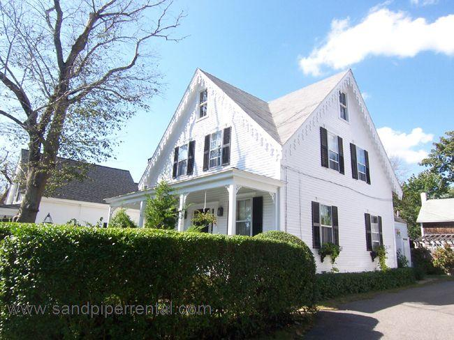 #25 This Classic Captain's home is in the heart of Edgartown - Image 1 - Edgartown - rentals