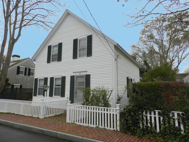 #62 vintage Edgartown property offers a cozy living space - Image 1 - Edgartown - rentals