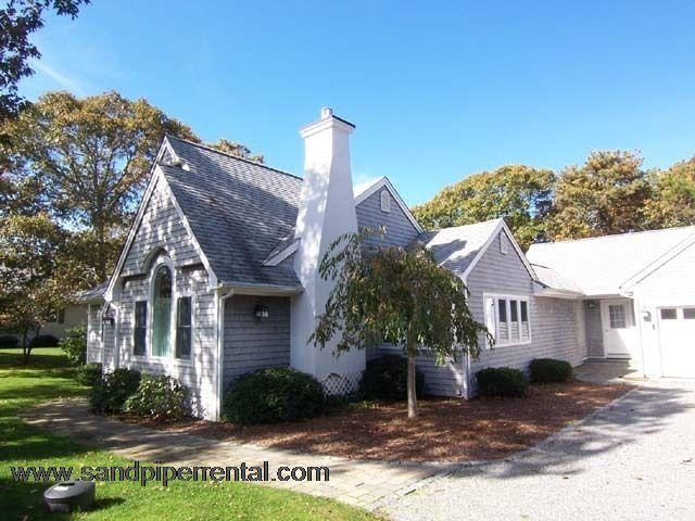 #191 Tastefully decorated w/ a deck for outdoor dining - Image 1 - Edgartown - rentals