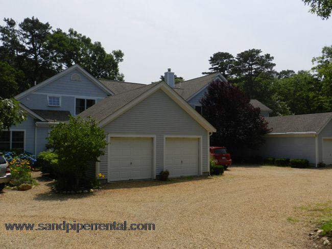 #916 End unit condo on Tashmoo Cove W/ association access - Image 1 - Vineyard Haven - rentals